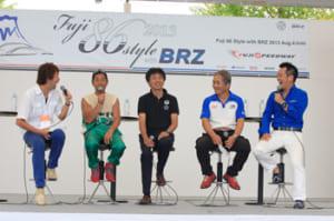 ステージ上では「ドリキンの言いたい放題」と題したトークショーを開催。開発者の多田さん(写真中央とSTIの監督である辰巳さん(右から二番目)との珍しいツーショットが見られた。