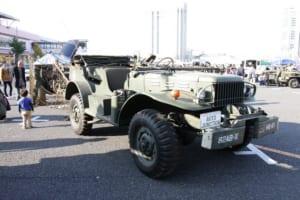 ダッジ・コマンド大砲カーは、第二次大戦のとき、GMCやジープのように連合軍の足車として使用された。ノルマンディー上陸作戦で小型トラックやコマンドカーの役割を担った