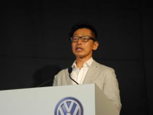 Golf Alltrackの説明を行うフォルクスワーゲン グループ ジャパンの庄司社長