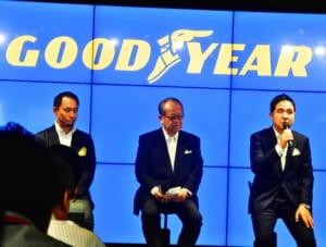 左からマーケティング本部長の有田氏、金原社長、技術本部長の野村氏