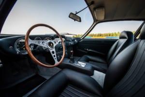 カーラジオまで1964年の姿に蘇ったランボルギーニ GT350