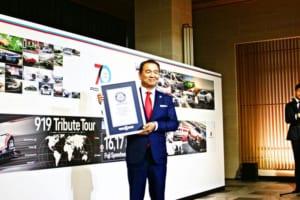日本で行われた「ポルシェ70周年記念」の記者会見では3.55平方メートルと言う世界最大折込広告がギネス記録認定されると言う演出も行われた