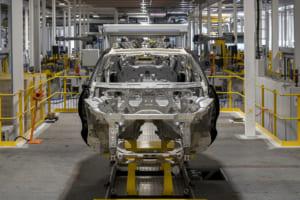 アストンマーティン DBXの生産がセント・アサンの工場ではじまった