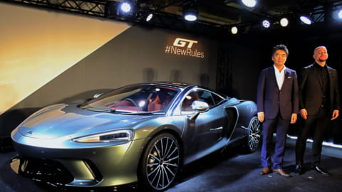 新型マクラーレン GT 日本支社代表 正本嘉宏氏(左)チーフ デザイナー ゴラン オズボルト氏(右)